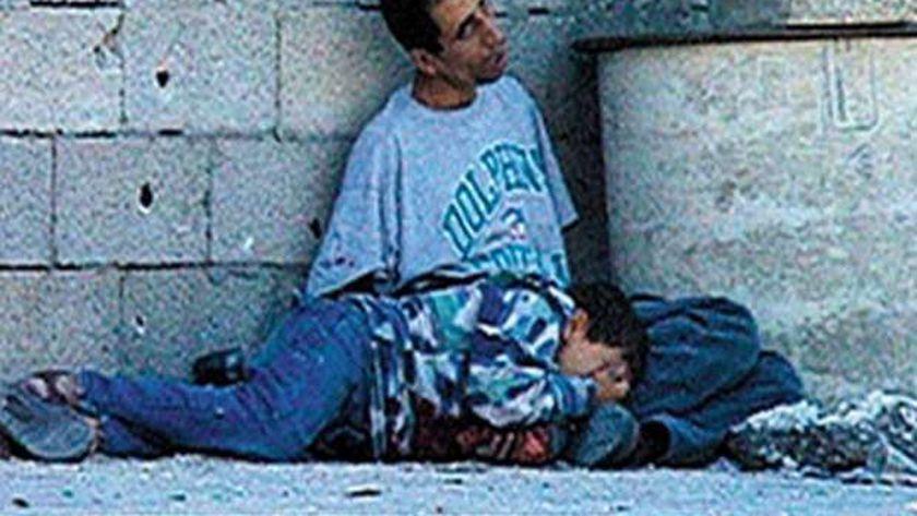 مشهد اغتيال الصهاينة للطفل الفلسطيني محمد الدرة
