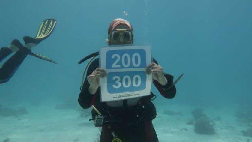 اولريك سائحة ألمانية  تحتفل بالغطسة رقم 500