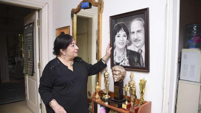 الفنانة سميرة عبدالعزيز بمنزلها