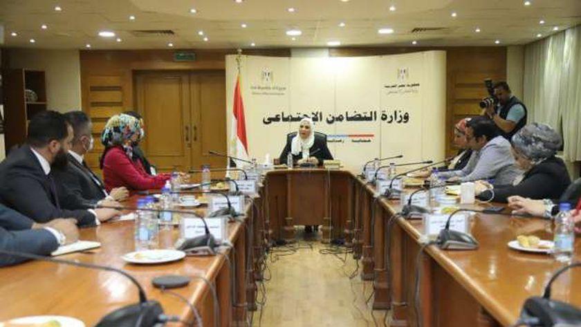 وزيرة التضامن الاجتماعي تلتقي وفداً من تنسيقية الأحزاب والسياسيين