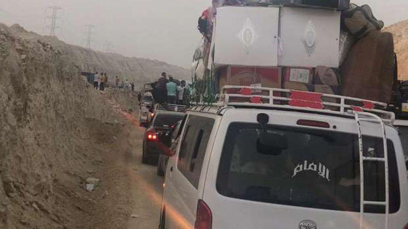 """عاجل.. توقف تام في طريق """"القاهرة - أسيوط"""" الشرقي وتكدس مئات السيارات"""