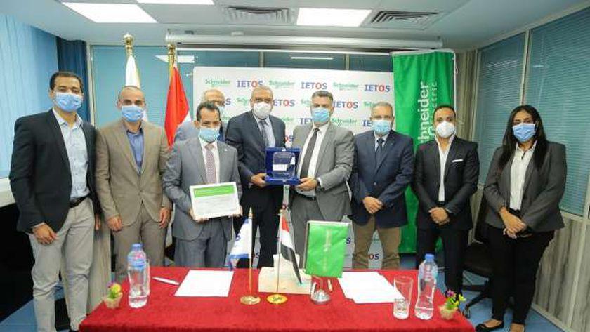 خلال توقيع اتفاقية تعاون بين شنايدر وتكنولوجيا البيئة لتطوير محطات معالجة المياه