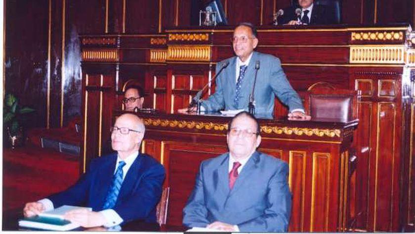 رفعت السعيد أحد مؤسسي حزب التجمع تحت قبة مجلس الشورى
