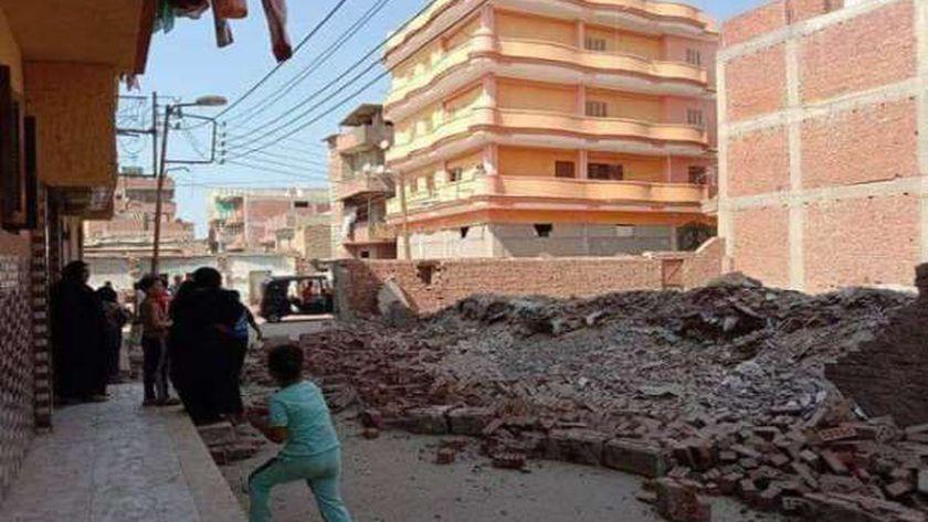 مصرع طفل وإصابة أخر فى حادث إنهيار سور منزل بشوارع السنطة