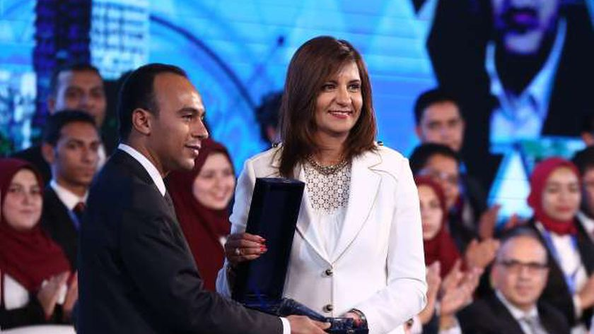 وزيرة الهجرة خلال اللقاء