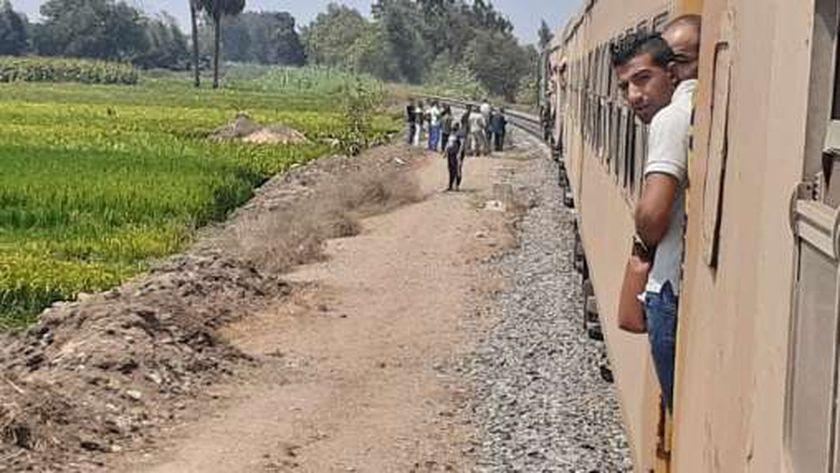 """بالصور : تعطل حركة القطارات بخط """"الزقازيق – طنطا """" بسبب عطل فني بقطار"""