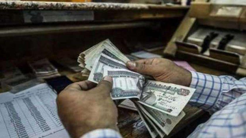 بعض الجهات الحكومية صرفت هدايا العيد  مكافآت مالية