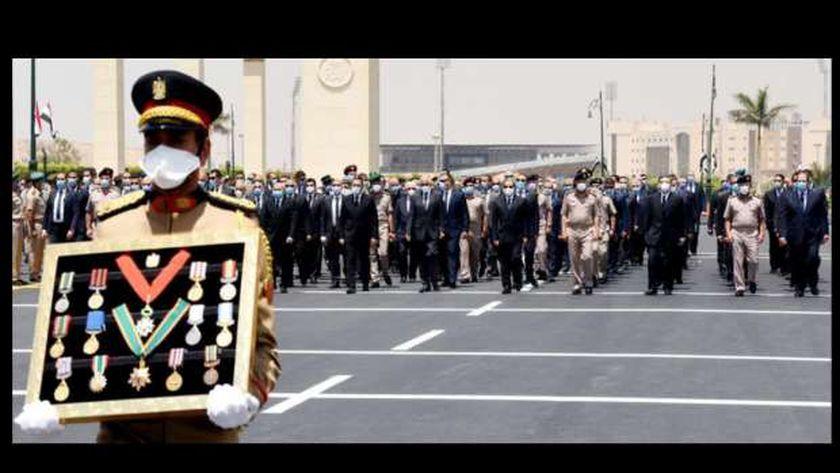جانب من الجنازة العسكرية للفريق العصار