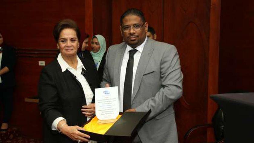 المؤسسة تكرم نادية عبده أول سيدة تتولى منصب محافظ