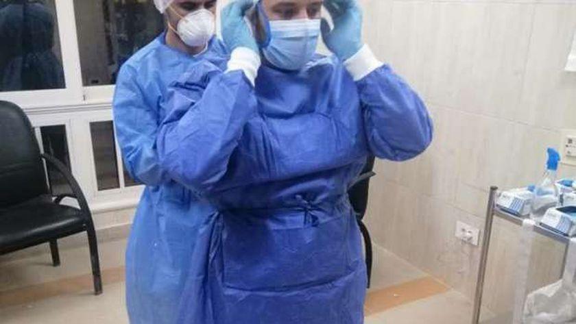 جانب من أعمال تدريب الطاقم الطبى بمستشفى العلمين على إرتداء الاوقية