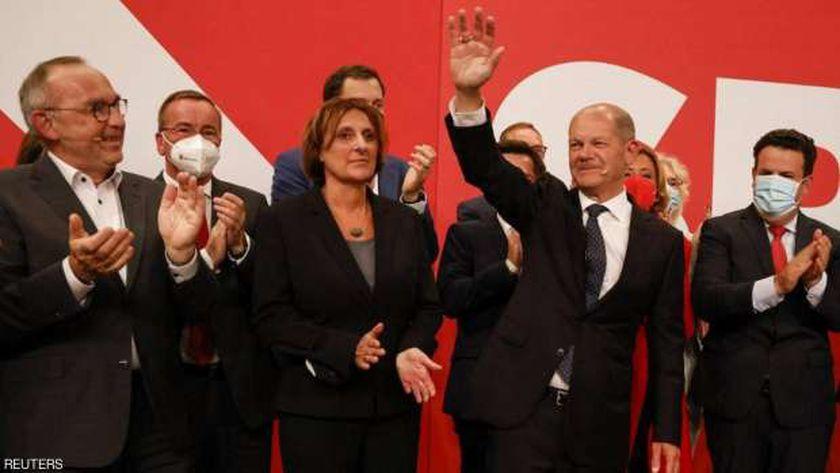 احتفالات الاشتراكيون الألمان بالفوز في الانتخابات