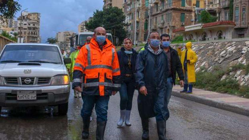محافظ الإسكندرية يتفقد الميادين والأنفاق بنطاق المدينة ، ويتابع أعمال تصريف مياه الأمطار