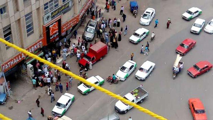 سيارة طائشة تدهس مواطنين بدمنهور
