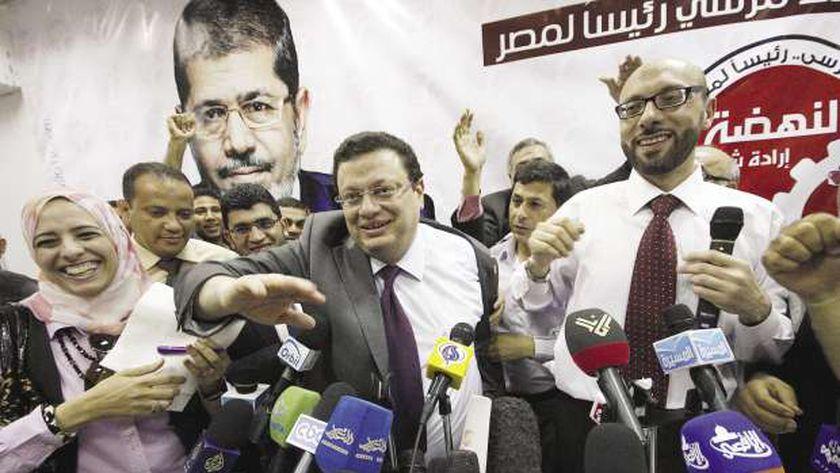 الإخوان يحتفلون بفوز «مرسى» قبل إعلان النتيجة