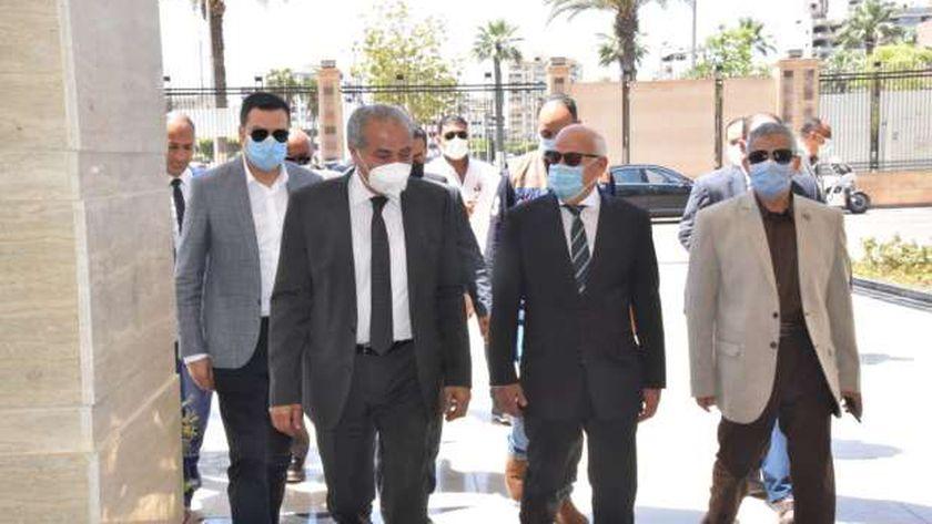 وزير التموين يفتتح المكتب النموذجي للخدمات ببورسعيد