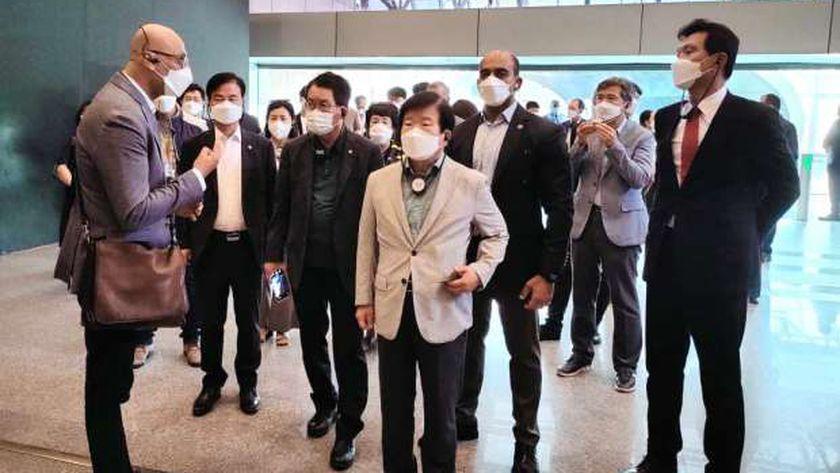 رئيس الجمعية الوطنية بكوريا الجنوبية يزور متحف الحضارة ومجمع الأديان