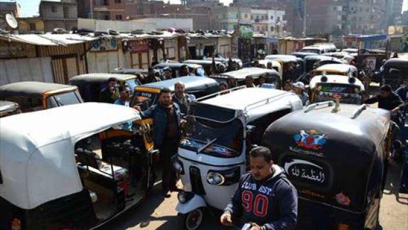 «التوك توك» أصبح وسيلة النقل الأكثر استخداماً بين المواطنين