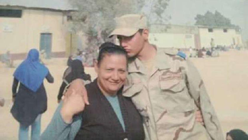 الشهيد عماد أمير ووالدته