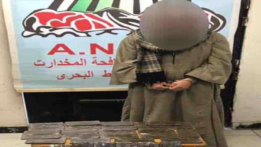 صورة الأمن يلاحق تجار المخدرات في 9 محافظات.. ويضبط 100 طربة حشيش – حوادث