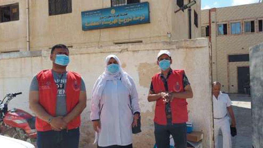 الفرق المتنقلة من مديرية الصحة لإعطاء لقاح كورونا في مطروح