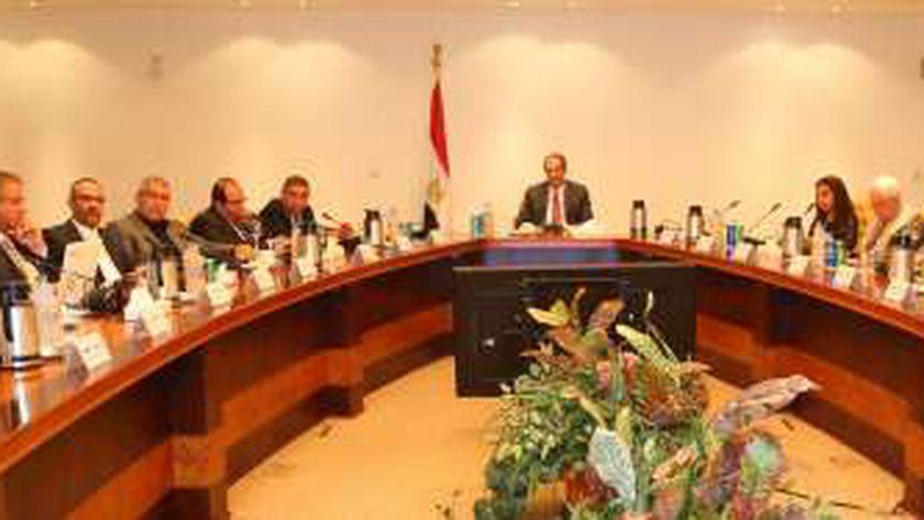 وزير الاتصالات يلتقي أعضاء مجلس إدارة الشعبة العامة للاقتصاد الرقمي