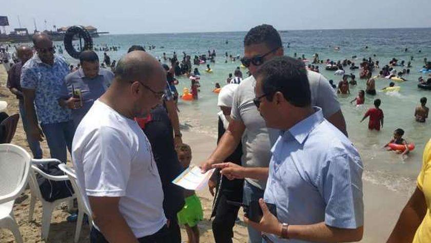توقيع الغرامات على شواطئ الإسكندرية
