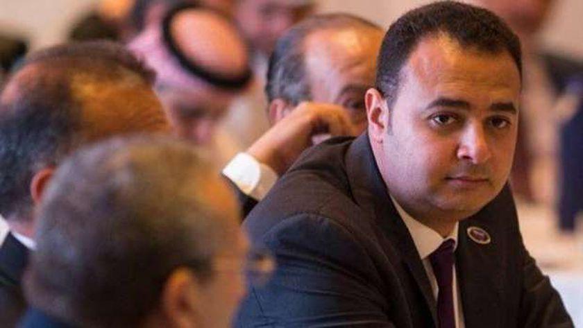 الدكتور حسين عبدالهادي رئيس اتحاد المهن الطبية
