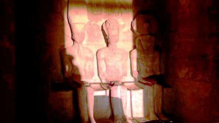 الشمس تتعامد على رمسيس بأبوسمبل 20 دقيقىة فى حضور 390 زائر أجنبي ومصري