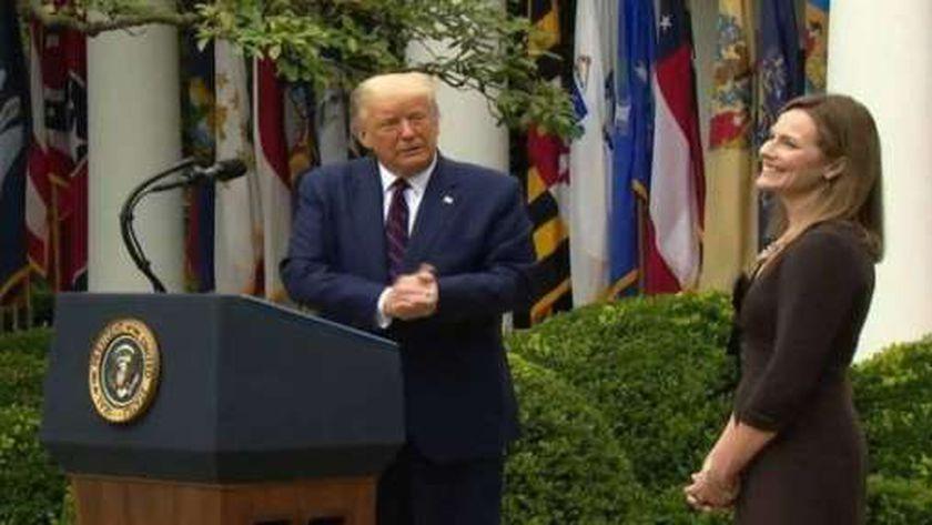 إيمي باريت ودونالد ترامب