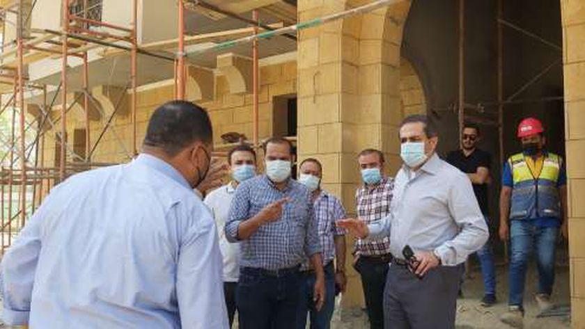 وزير الإسكان يتابع تنفيذ مشروعات تطوير منطقة سور مجرى العيون بالقاهرة