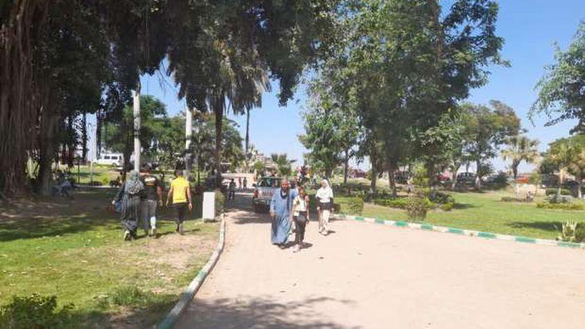 حدائق القناطر في العيد