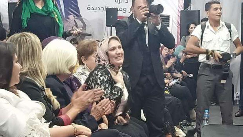 محمد مصطفى السلاب يكرم والدته