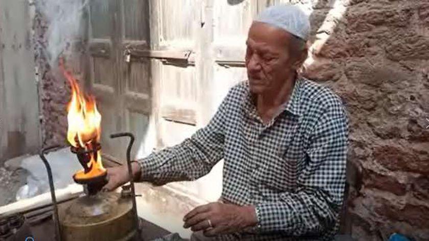 السيد عبد الغني .. أقدم سمكري بوابير جاز في الدقهلية