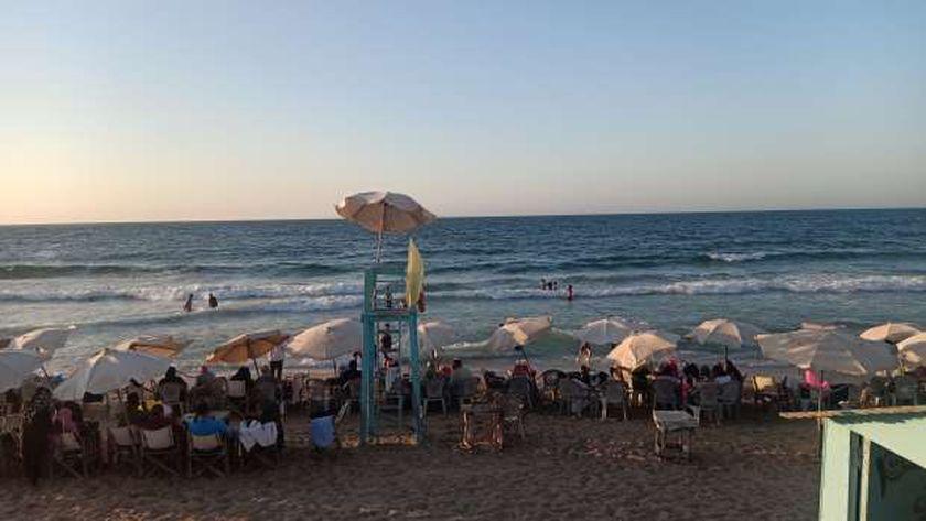 رفع الراية الصفراء في شواطئ الإسكندرية