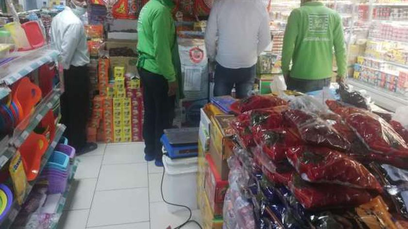 ضبط أغذية فاسدة في حملة على الأسواق بالبحر الأحمر