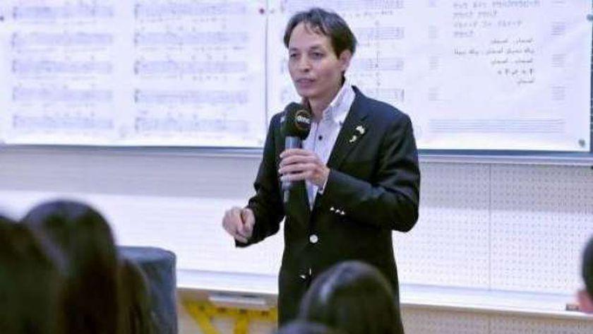 الدكتور حسين الزناتي