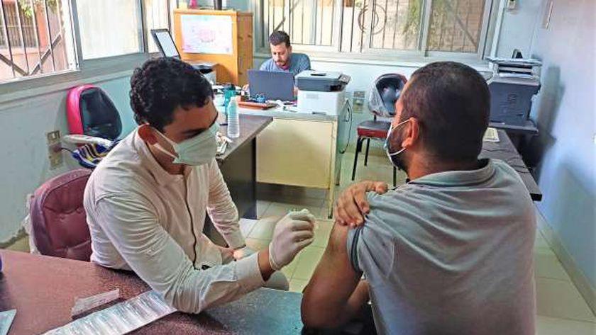 تطعيم لقاح كورونا للمسافرين في الدقهلية