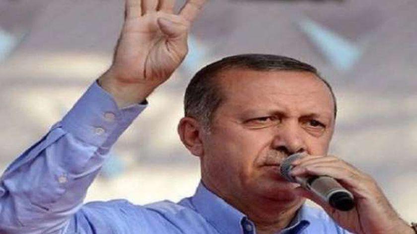 أردوغان يرفع شارة رابعة