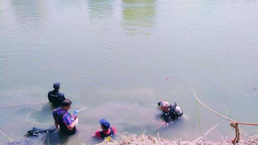 رجال البحث والإنقاذ في ترعة الإسماعيلية