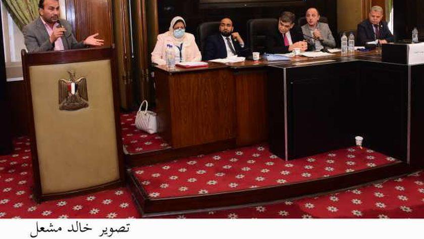 جانب من اجتماع لجنة الصحة