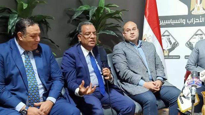 الكاتب الصحفي محمود مسلم، رئيس تحرير جريدة «الوطن»، ورئيس لجنة الثقافة والسياحة والاثار والإعلام بمجلس الشيوخ