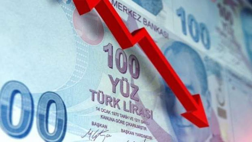 هبود قياسي لليرة التركية أمام الدولار