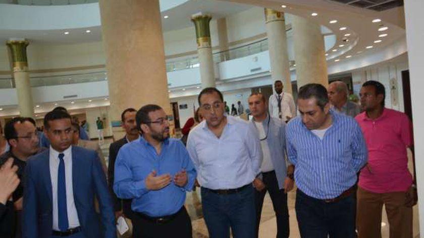زيارة الدكتور مصطفى مدبولي للمستشفى