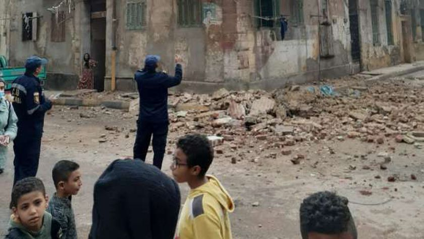 انهيار أجزاء من عقار قديم الإسكندرية