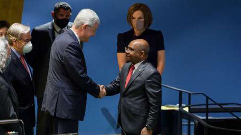 وزير خارجية المالديف عبدالله شاهد «يمين»