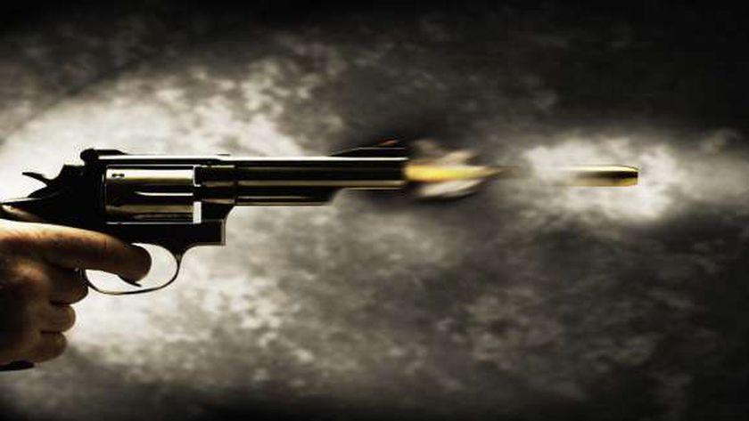 إصابة عامل بطلق ناري في مشاجرة مع عمه وجده بسو٥هاج