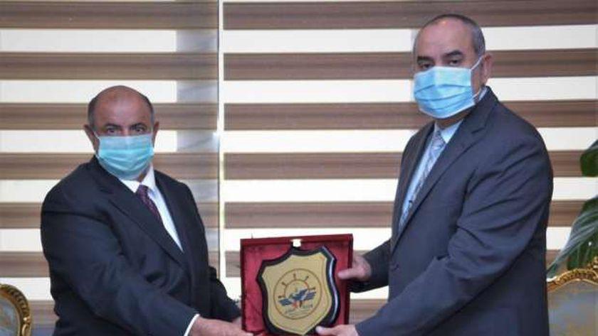 صورة وزير الطيران المدني يبحث مع نظيره اليمني التعاون في مجال التدريب – مصر