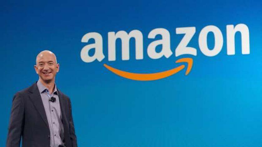 الملياردير بيزوس يدعو لتحسين أحوال الموظفين