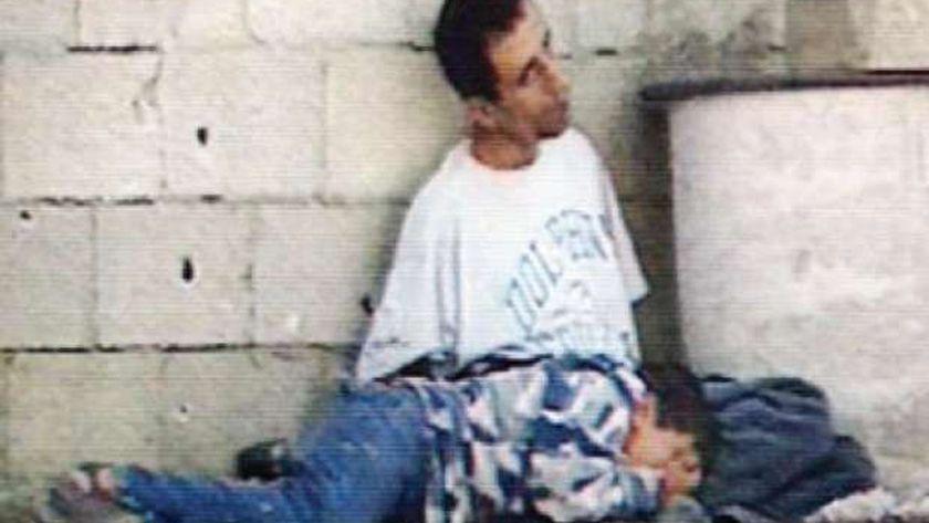 لقطة استشهاد محمد الدرة في حضن والده