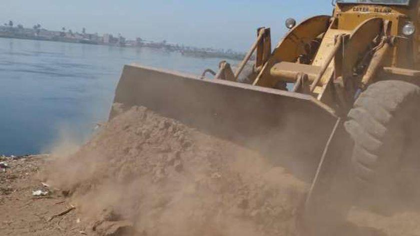 ازالة تعديات على نهر النيل